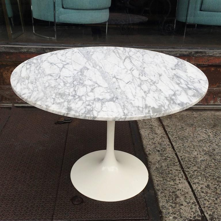 Mid century modern tulip base dining table with round for Tulip dining table