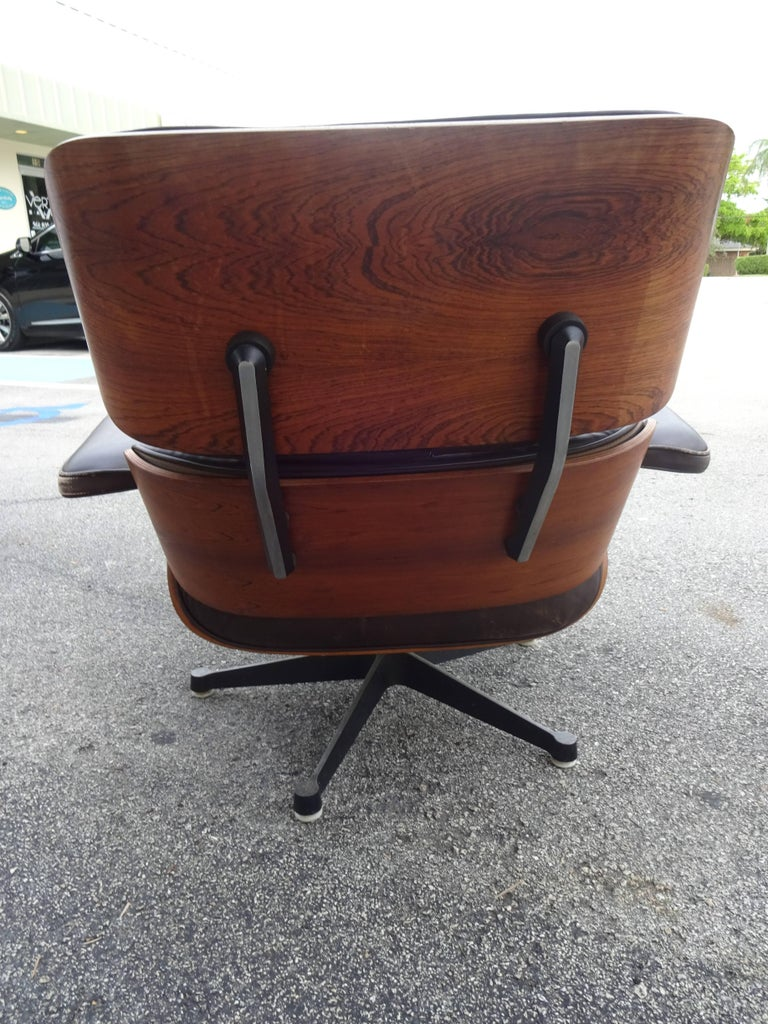 Eames Lounge Chair, Original Vitra Model 1st Generation In Good Condition For Sale In Palm Beach, FL