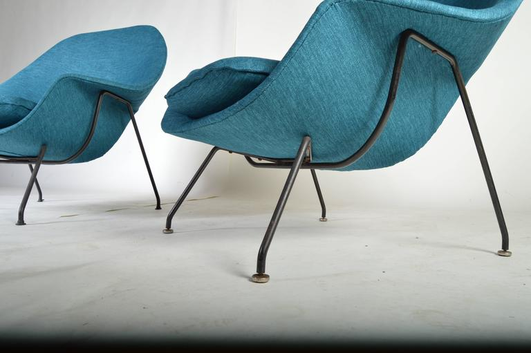 An early pair of original Eero Saarinen Womb chairs with single ottoman reupholstered in striking aqua & Early 1950s Pair of Eero Saarinen Womb Chairs with Ottoman for Knoll ...
