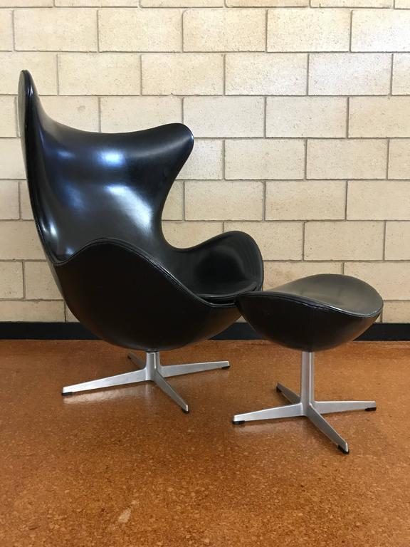 Delicieux Scandinavian Modern Early Arne Jacobsen Egg Chair And Ottoman In  Vinyl Fritz Hansen For Sale