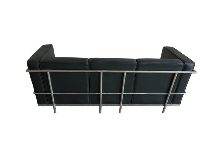 Black Leather Sofa in the Style of Le Corbusier In Good Condition For Sale In New York, NY