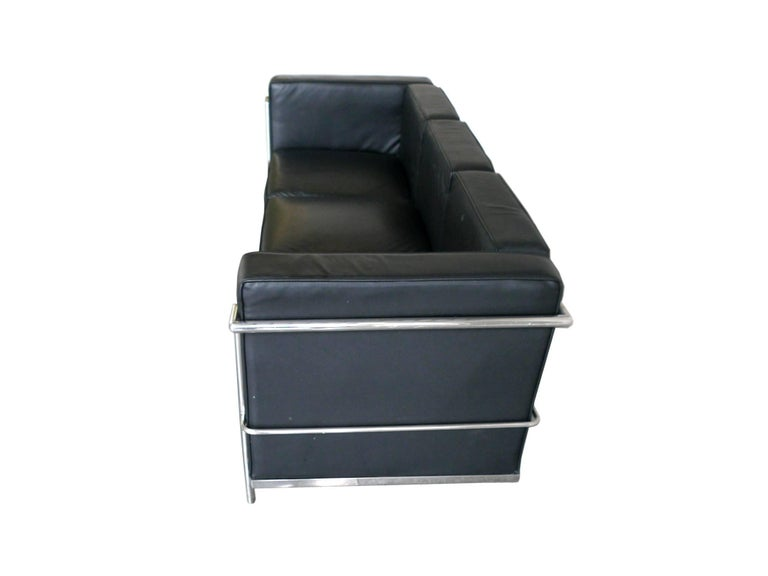 Modern Black Leather Sofa in the Style of Le Corbusier For Sale