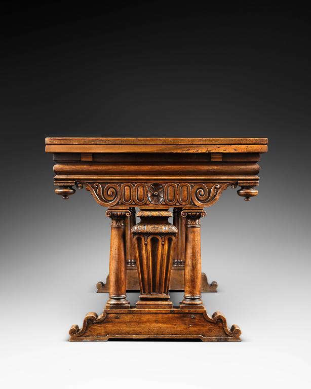 Origin: France, Burgundy Date: Late 16th century, 1560-1580  Height : 83.5 cm  Width : 160 cm, 282 cm once opened  Depth : 89 cm   Blond walnut wood, very fine grain  While lingered the medieval use of the table skate, Italy discovered again the