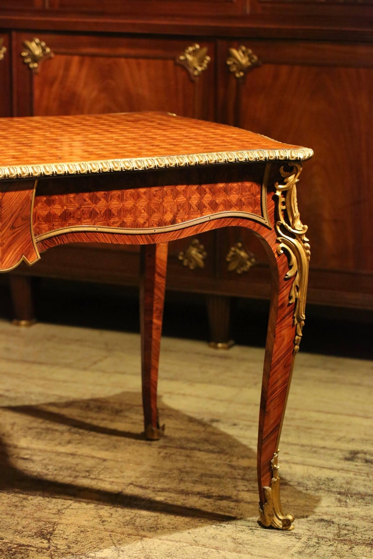 19th century louis xv style bureau plat for sale at 1stdibs. Black Bedroom Furniture Sets. Home Design Ideas