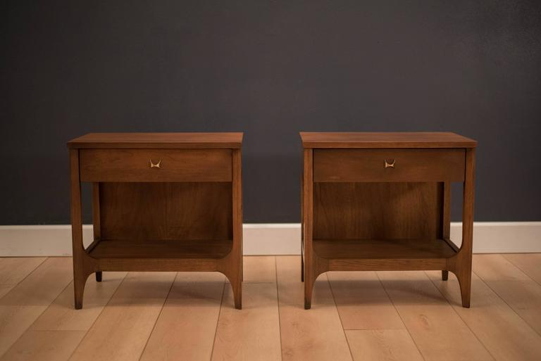 Mid Century Pair Of Broyhill Brasilia Nightstands At 1stdibs