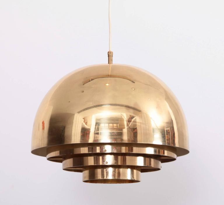 Beautiful and rare brass chandelier or pendant light by German high end manufacturer Vereinigte Werkstätten München. The lamp is in very good condition. 1x E27. To be on the safe side, the lamp should be checked locally by a specialist concerning
