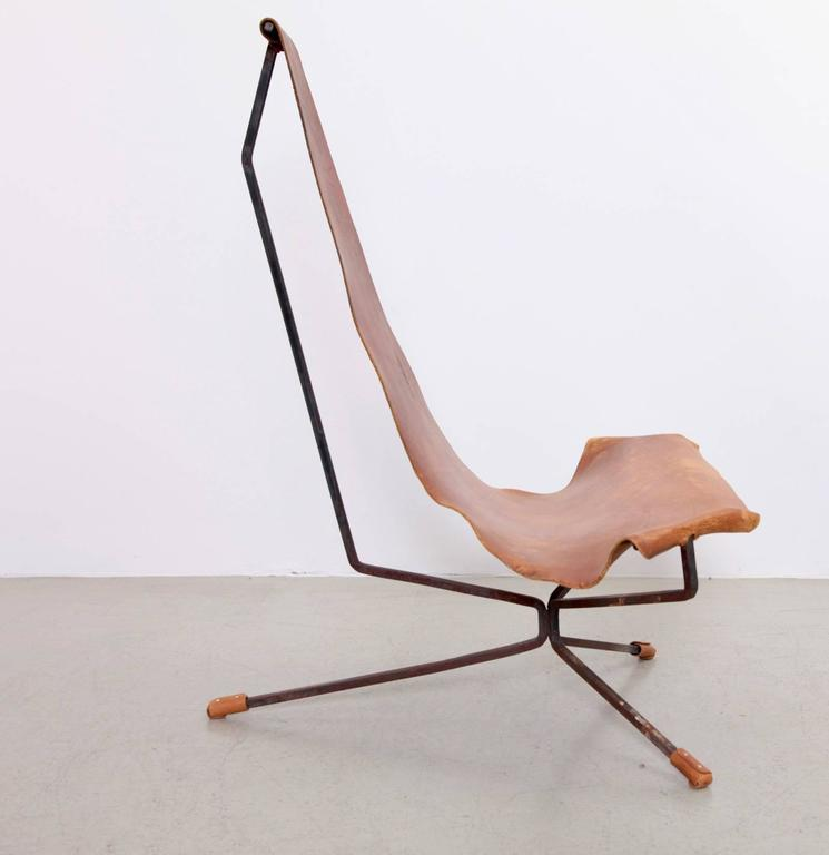 Early Dan Wenger Lotus Lounge Chair in Original Leather In Fair Condition For Sale In Berlin, DE
