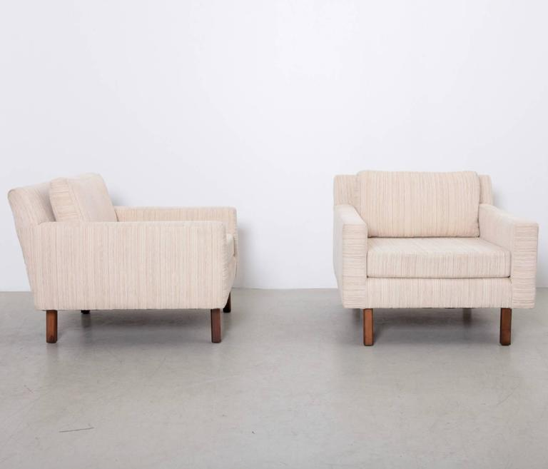 Mid-Century Modern Pair of Wide Milo Baughman Lounge Chairs for Thayer Coggin For Sale