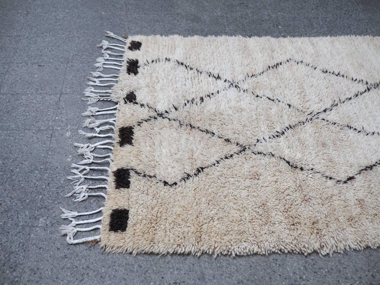 Mid-Century Modern Vintage Beni Ourain Moroccan Rug with Three Column Diamond Pattern For Sale