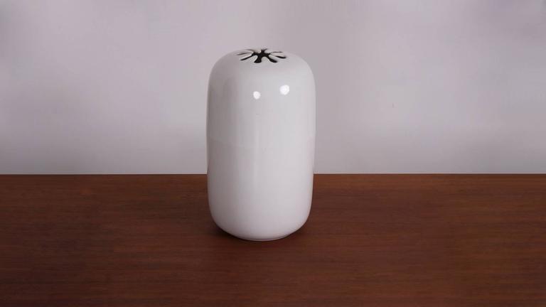 Mint David Gil Vase in white made by Bennington Pottery, USA.