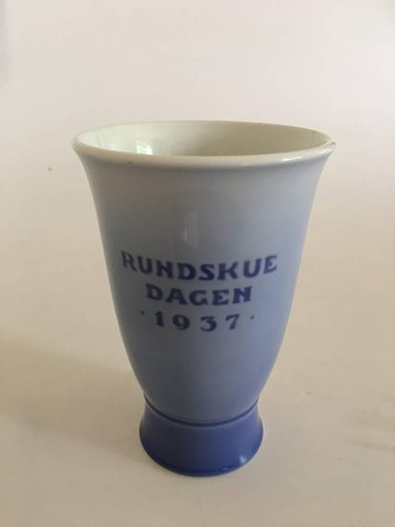 Royal Copenhagen 1937 Rundskuedagen vase. Measures: 14.5 cm H (5 45/64 in). 1st quality. In perfect condition.