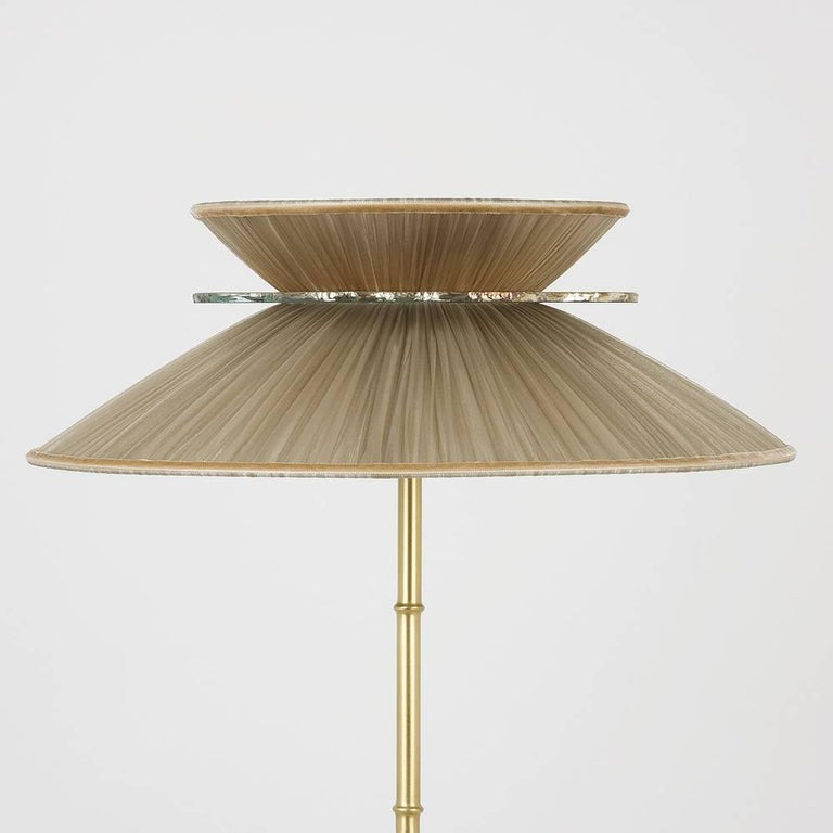 Modern Daisy Table Lamp in Brass, tobacco Silk and silvered nacklace Glass Handmade    For Sale
