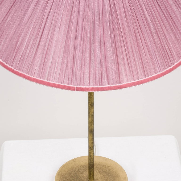 Tiffany contemporary table Lamp ivory Silk Antiqued Brass, Silvered Glass      In New Condition For Sale In Pietrasanta, IT
