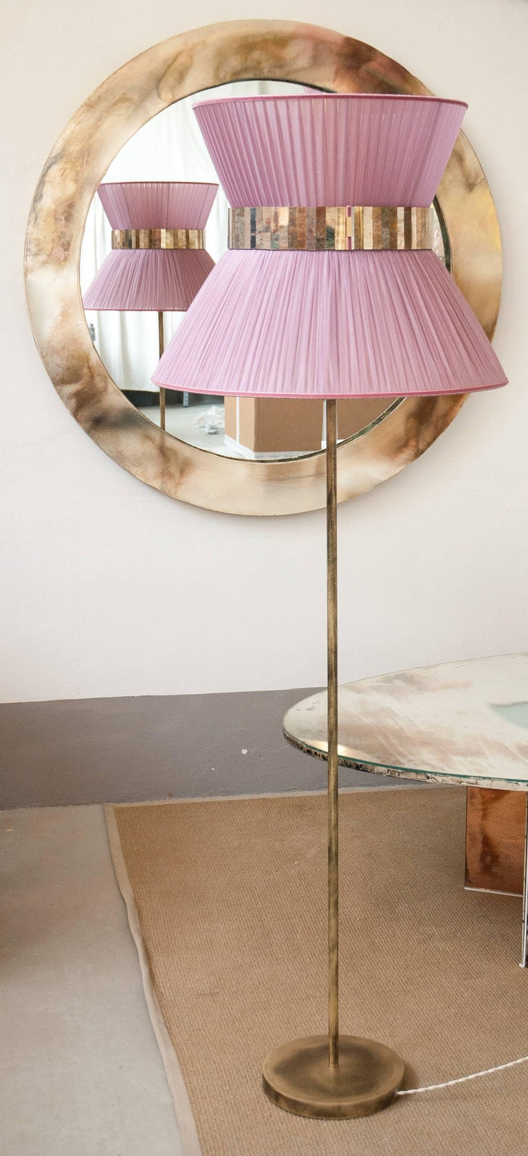Italian  Tiffany contemporary Floor Lamp powder Silk, antiqued Brass, Silvered Glass   For Sale