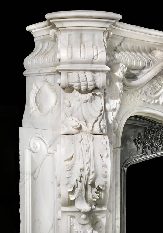 Large French Rococo Fireplace in Statuary Marble  In Good Condition For Sale In London, GB