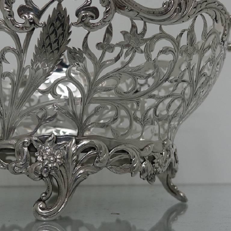 Magnificently designed large silver pierced floral dish with beautiful hand engraving for a real naturalistic effect. The dish has decorative foliage cast borders, handles and feet for overall style. The craftsmanship of the dish is of the highest