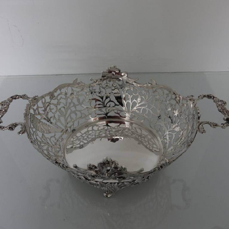 Large Sterling Silver Victorian Pierced Dish London 1898 William Comyns In Excellent Condition For Sale In 53-64 Chancery Lane, London