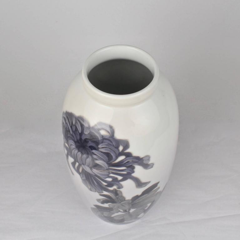 Early 20th Century Royal Copenhagen Porcelain Vase with a Large Chrysanthemum For Sale 3