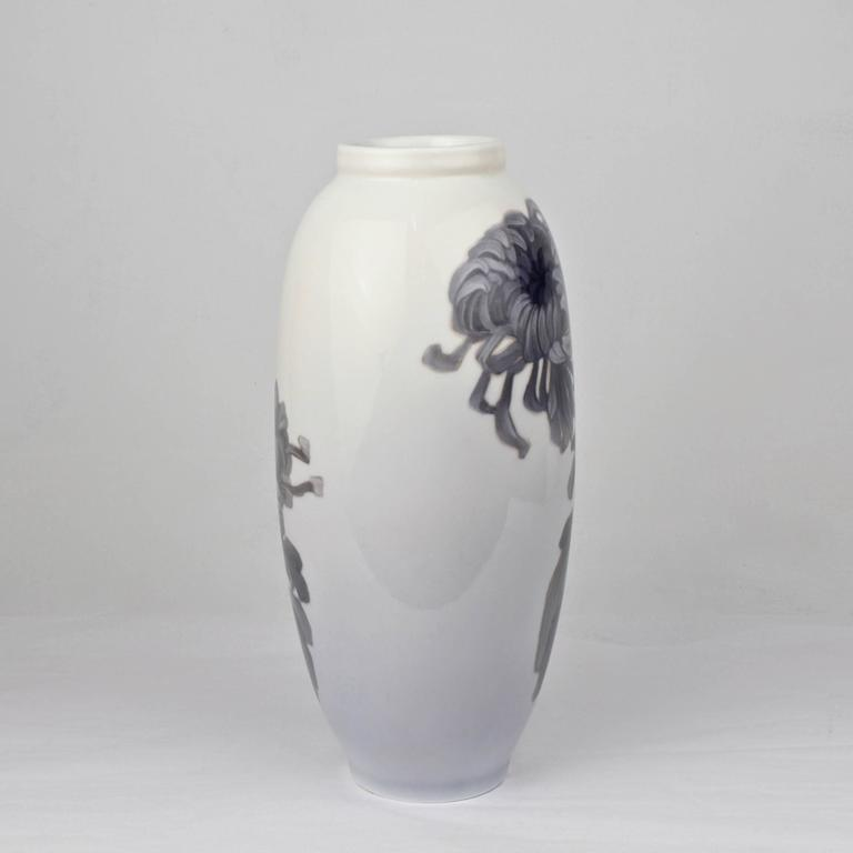 Danish Early 20th Century Royal Copenhagen Porcelain Vase with a Large Chrysanthemum For Sale