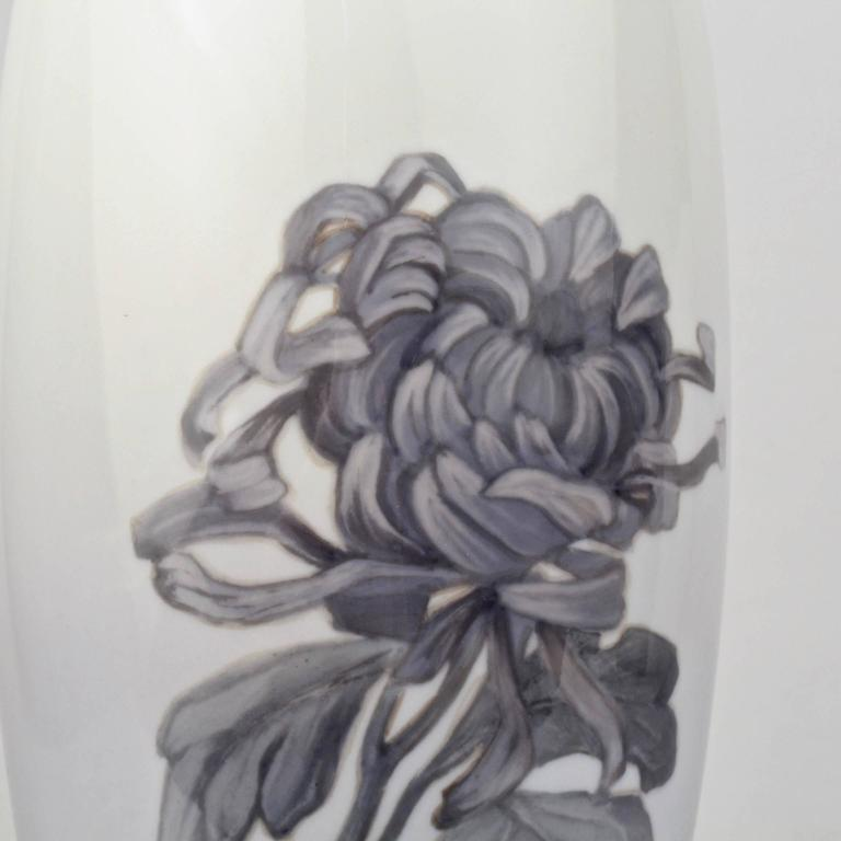 Early 20th Century Royal Copenhagen Porcelain Vase with a Large Chrysanthemum For Sale 1