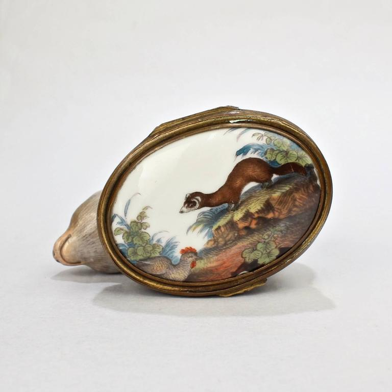 Antique 18th Century Mennecy Figural Mouse Snuff or Patch Box In Good Condition For Sale In Philadelphia, PA