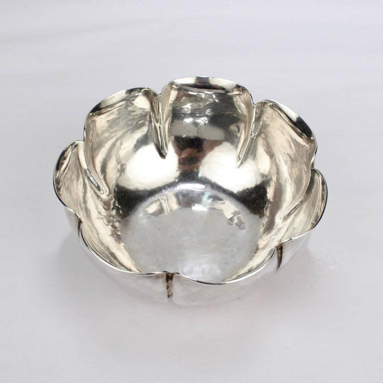 Joel F Hewes American Arts & Crafts Hand-Hammered Sterling Silver Bowl In Good Condition For Sale In Philadelphia, PA