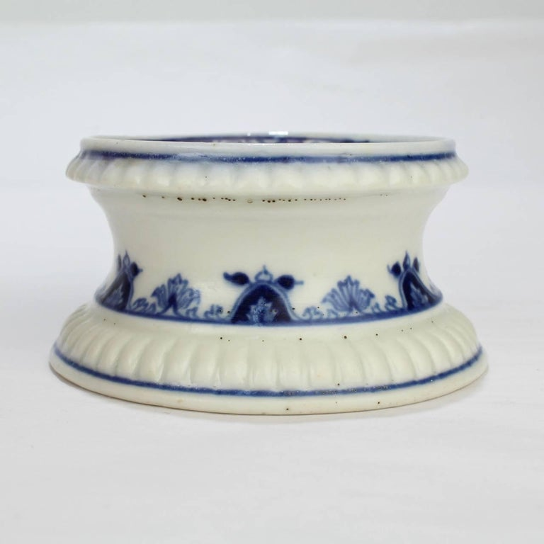 Early 18th Century Saint Cloud French Porcelain Salt Cellar or Trencher 2