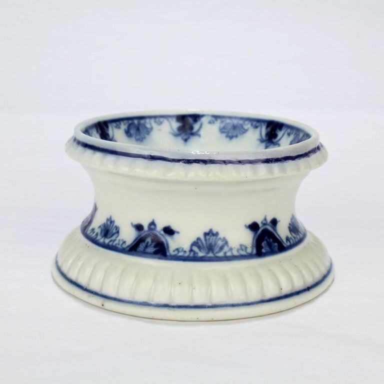 Early 18th Century Saint Cloud French Porcelain Salt Cellar or Trencher In Good Condition In Philadelphia, PA