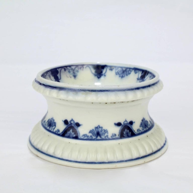 Early 18th Century Saint Cloud French Porcelain Salt Cellar or Trencher 1
