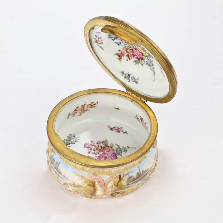 Antique Gilt Paris Porcelain Table Snuff Box or Round Casket by Bloch & Bourdois For Sale 1