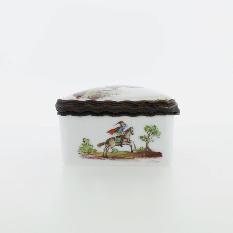 Antique French or German Porcelain Snuff Box with Hand-Painted Military Scenes For Sale 2