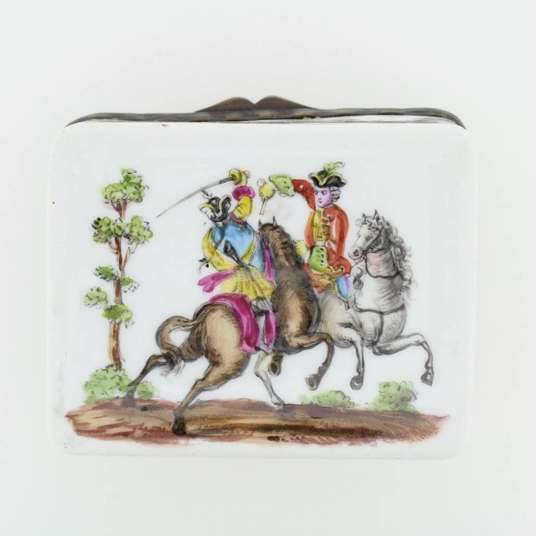 Antique French or German Porcelain Snuff Box with Hand-Painted Military Scenes In Good Condition For Sale In Philadelphia, PA