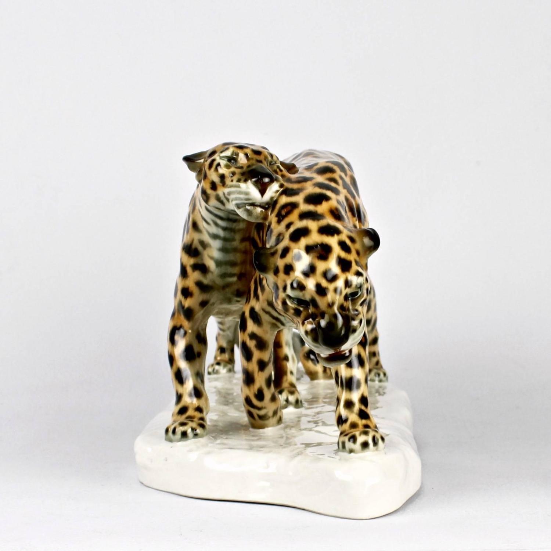 art deco porcelain figure of leopards by etha richter for schwarzburger 1914 at 1stdibs. Black Bedroom Furniture Sets. Home Design Ideas