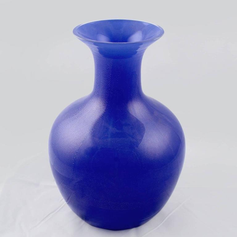Mid-Century Modern Large Vetri Murano Salviati & Co. Blue Italian Glass Vase For Sale