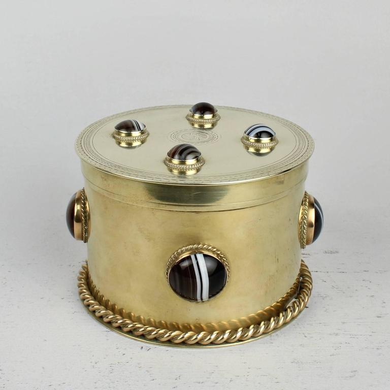 19th Century Round English Men's Dresser Box with Banded Agate Cabochons In Good Condition For Sale In Philadelphia, PA
