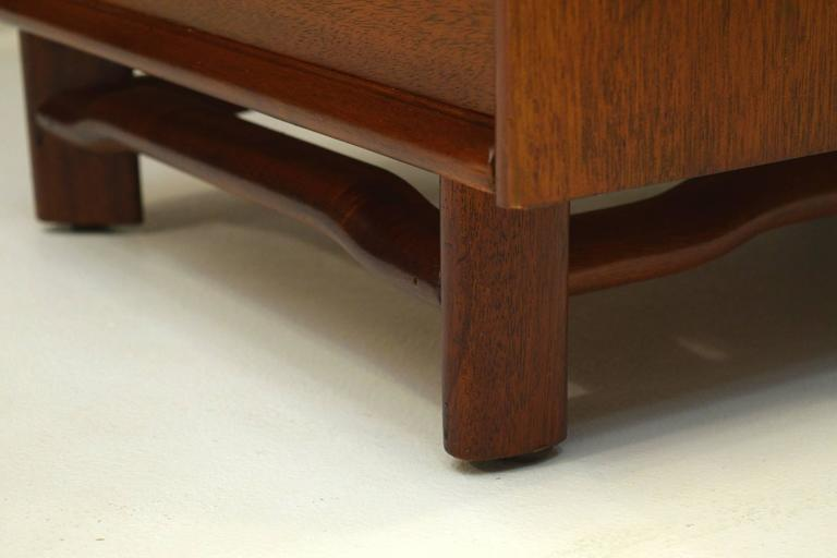 Honduran Mahogany Vanity by Hickory Manufacturing For Sale 2
