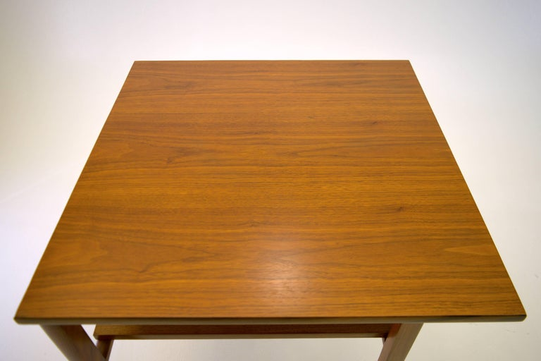Low Two-Tier Lamp Table by Dunbar with Cantilevered Top in Walnut In Excellent Condition For Sale In South Charleston, WV