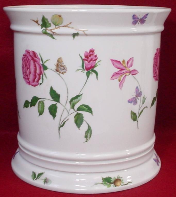 Ceralene china mon jardin pattern jardiniere or cachepot or planter 9 1 4 at 1stdibs for Jardiniere vasque jardin
