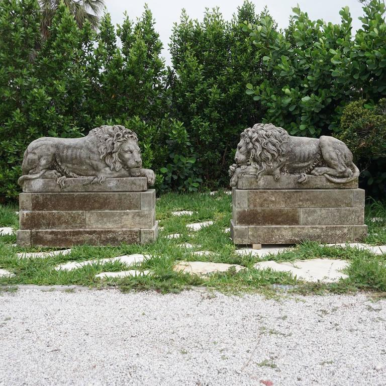Early 20th Century Pair of Important Lions in Italian Limestone 2