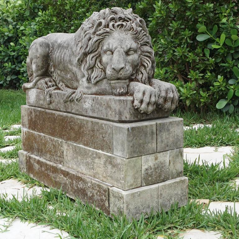 Early 20th Century Pair of Important Lions in Italian Limestone 3