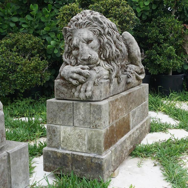 Early 20th Century Pair of Important Lions in Italian Limestone 4