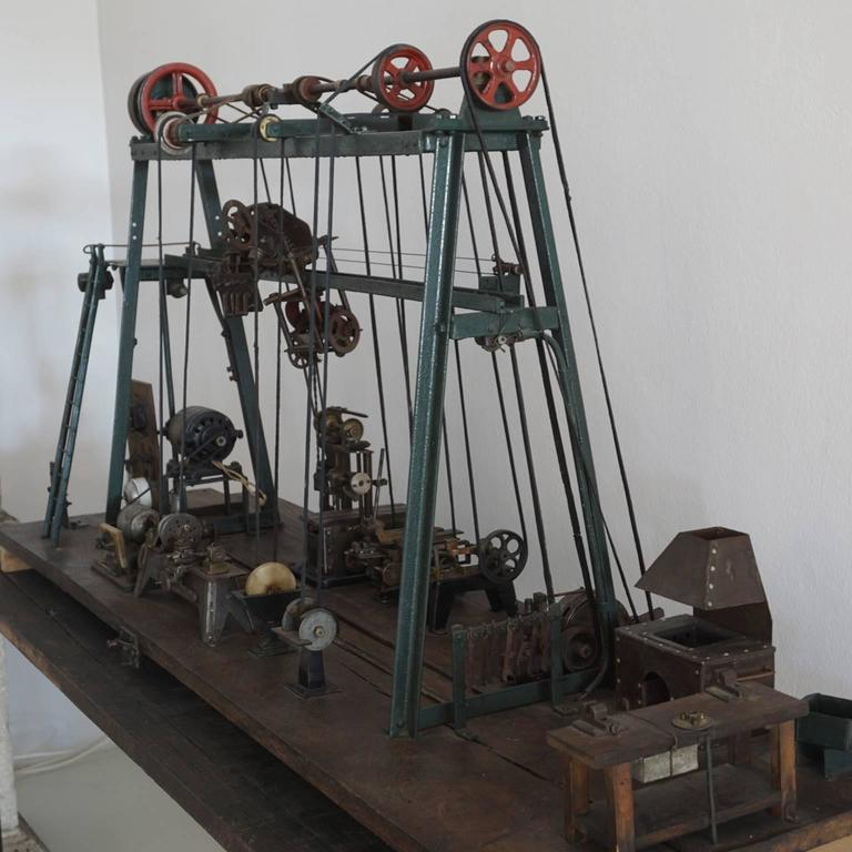 Early 20th Century Miniature Model of French Industrial Machinery Assembly Line In Good Condition For Sale In West Palm Beach, FL