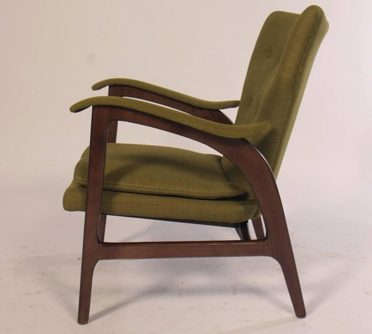 Pair of Mid Century Modern Club Chairs  In Good Condition For Sale In North Bergen, NJ
