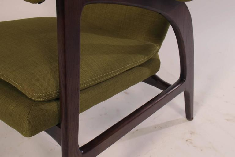 Pair of Mid Century Modern Club Chairs  For Sale 3