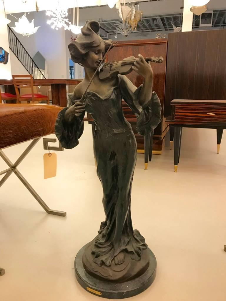 Beautiful musicienne par flora sculpt of Female playing the violin. Bronze on marble base signed