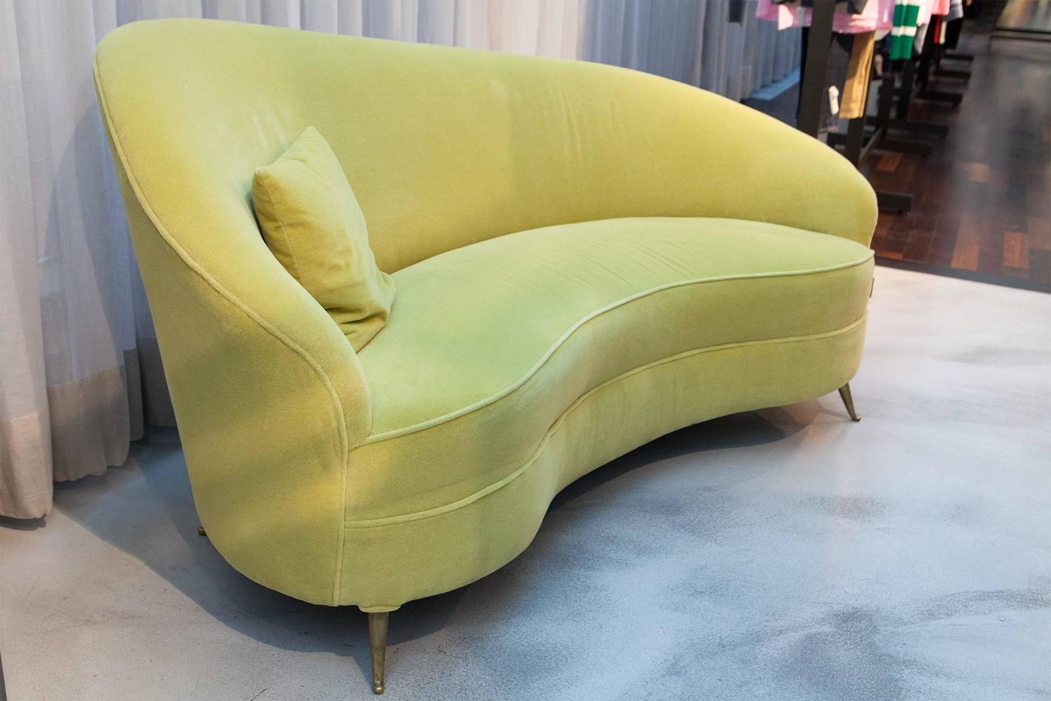 italian cosy chaise longue sofa in mustard for sale at 1stdibs. Black Bedroom Furniture Sets. Home Design Ideas