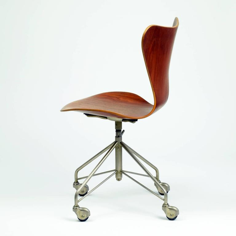 Mid-Century Modern Arne Jacobsen Model 3117 Desk Chair, 1955 For Sale