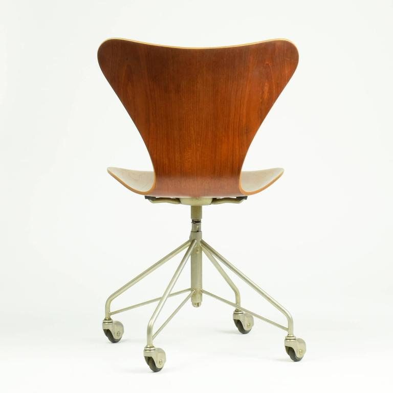 Danish Arne Jacobsen Model 3117 Desk Chair, 1955 For Sale