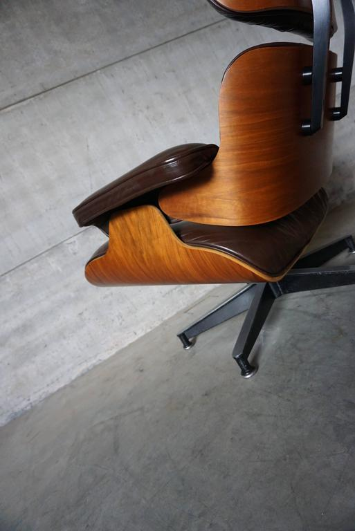 American Model 670 Brown Leather Lounge Chair by Charles and Ray Eames for Herman Miller For Sale
