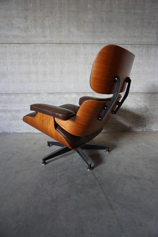 20th Century Model 670 Brown Leather Lounge Chair by Charles and Ray Eames for Herman Miller For Sale
